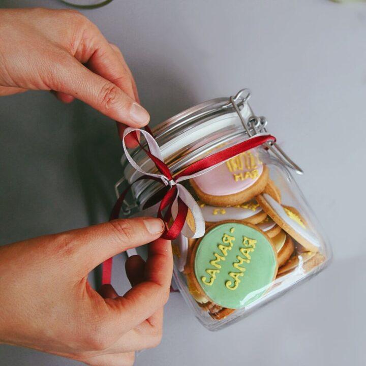 Набор миндального печенья в банке